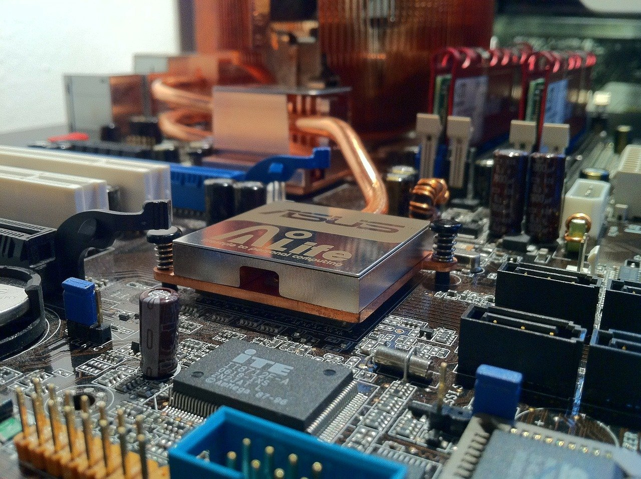motherboard-232515_1280.jpg